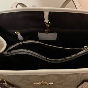 Coach Purse Pre Owned. Only used once.